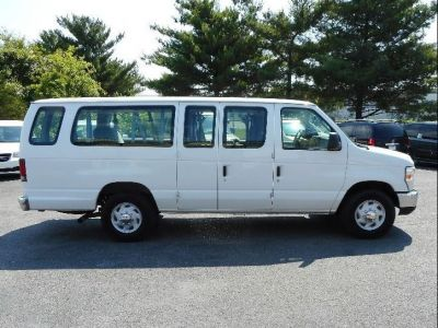 WHITE Ford E-350 image number 8