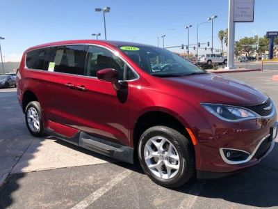 Red Chrysler Pacifica image number 22