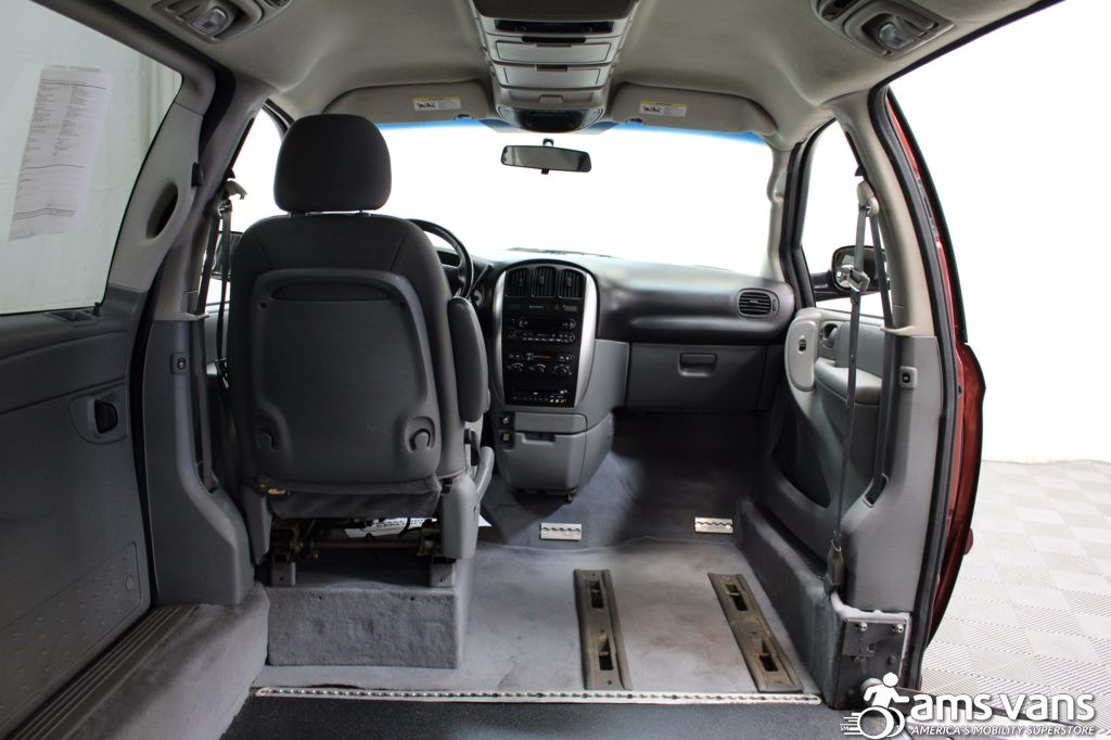 2007 Chrysler Town and Country Touring Wheelchair Van For Sale #6