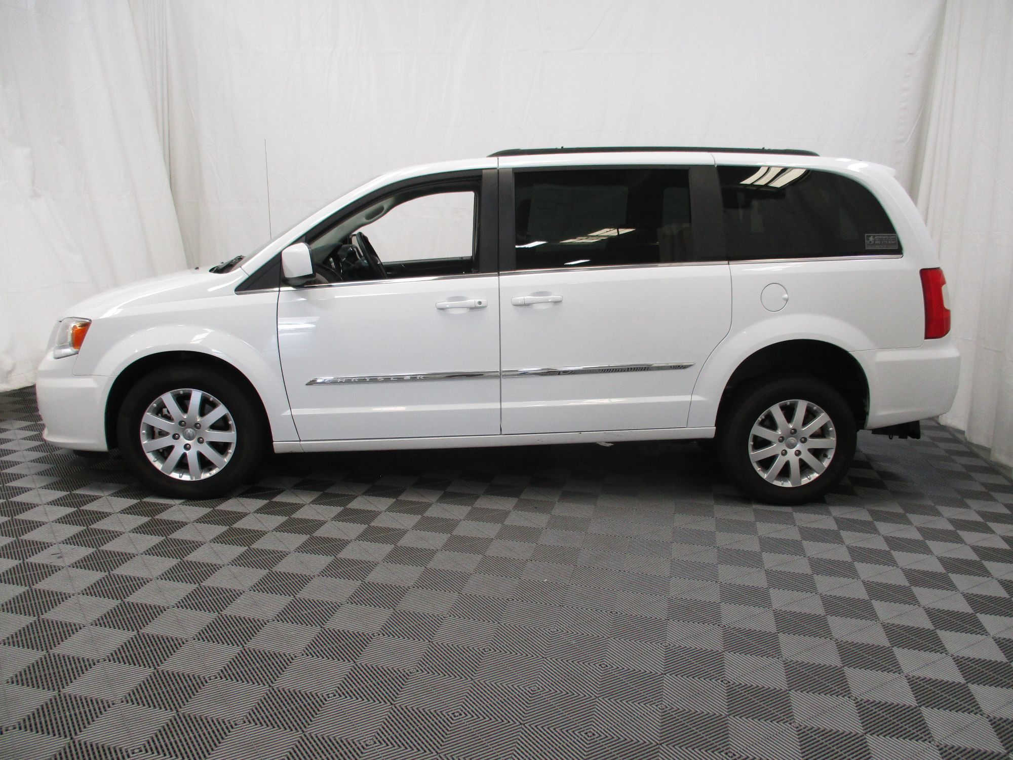 2015 Chrysler Town and Country Touring Wheelchair Van For Sale #15