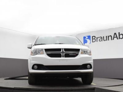 White Dodge Grand Caravan image number 12