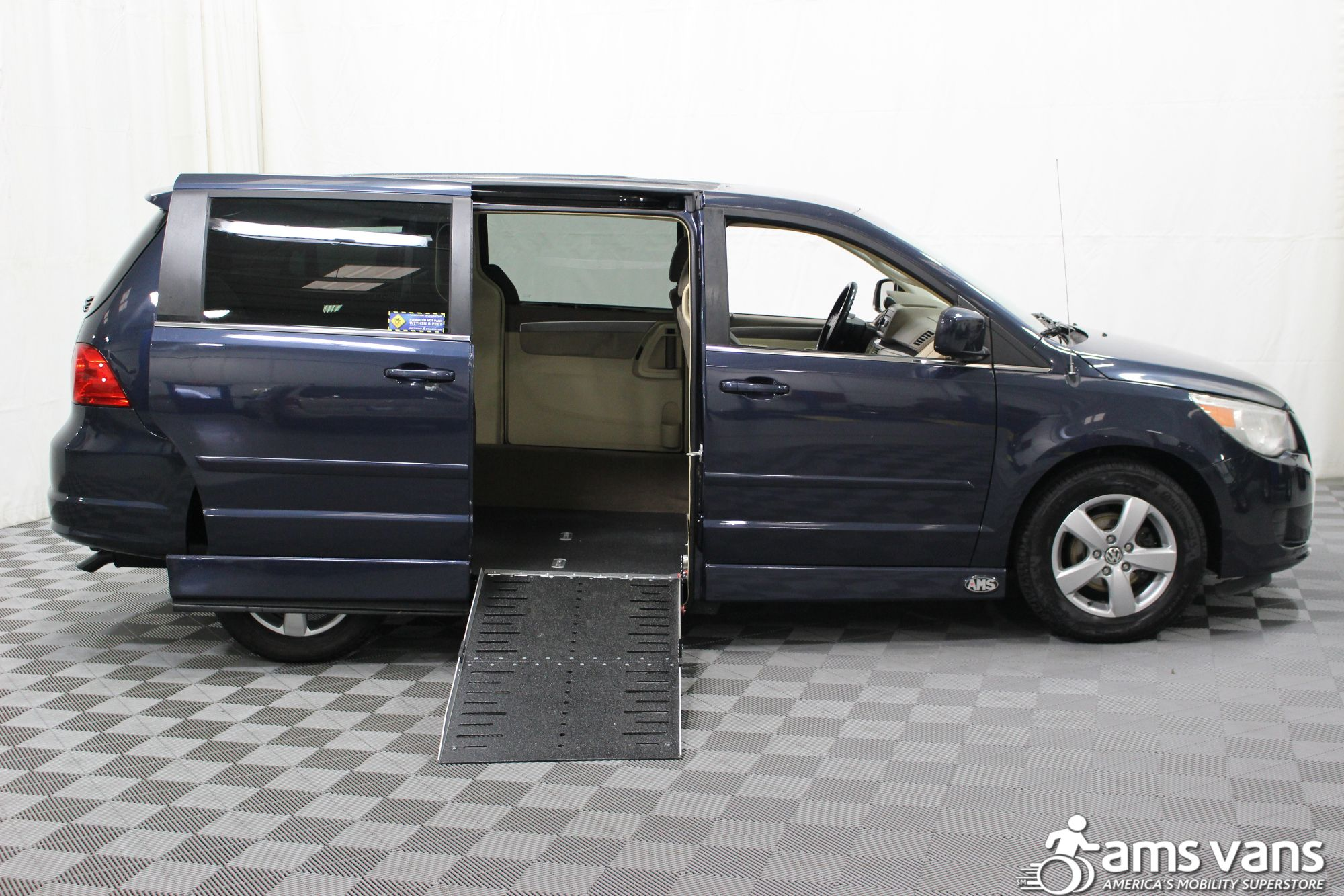 2009 Volkswagen Routan SE Wheelchair Van For Sale #2