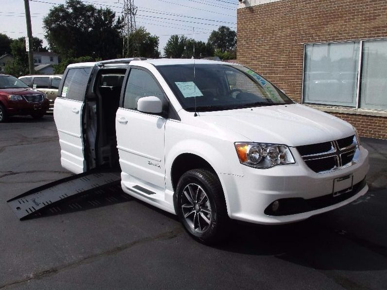 White Dodge Grand Caravan image number 36