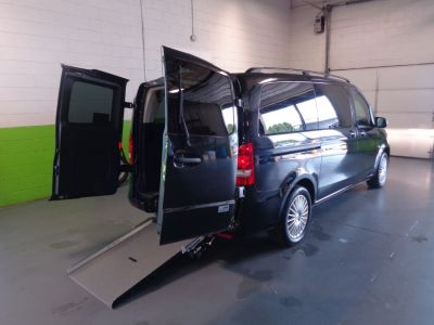 Black Mercedes-Benz Metris image number 5