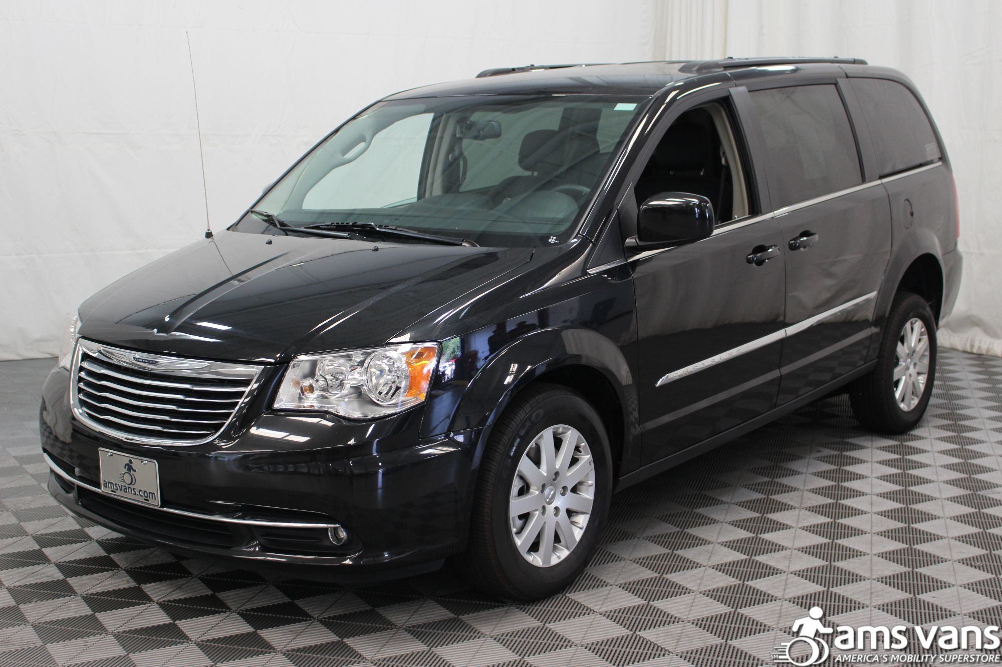 2016 chrysler town and country wheelchair van for sale 36 495. Black Bedroom Furniture Sets. Home Design Ideas