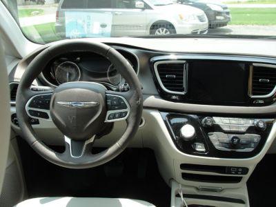 DARK MAROON Chrysler Pacifica image number 7