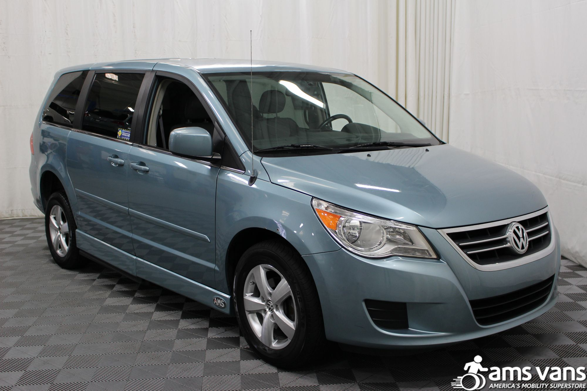 2010 Volkswagen Routan Wheelchair Van For Sale #11