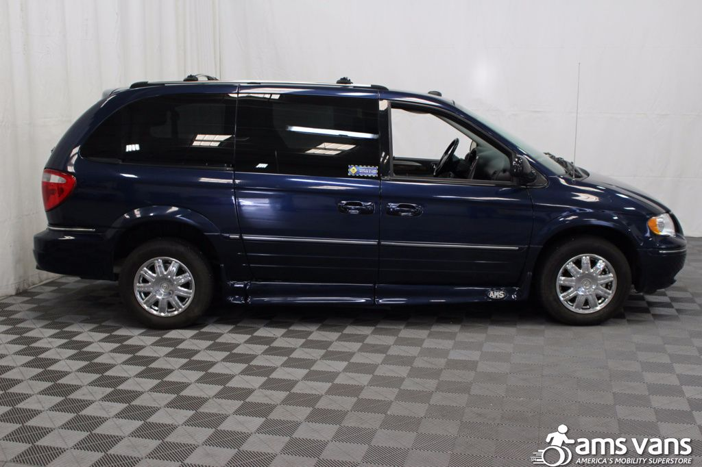 2005 Chrysler Town and Country Limited Wheelchair Van For Sale #14