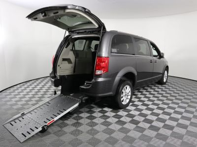 Commercial Wheelchair Vans for Sale - 2019 Dodge Grand Caravan SXT ADA Compliant Vehicle VIN: 2C4RDGCG2KR713178
