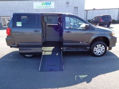 GRANITE CRYSTAL Dodge Grand Caravan image number 7