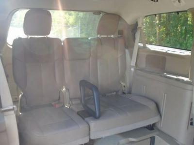 BROWN Chrysler Town and Country image number 18
