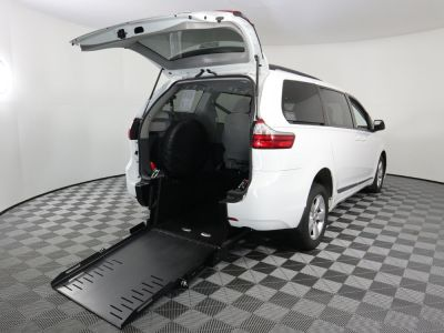 Commercial Wheelchair Vans for Sale - 2016 Toyota Sienna LE ADA Compliant Vehicle VIN: 5TDKK3DC2GS757224
