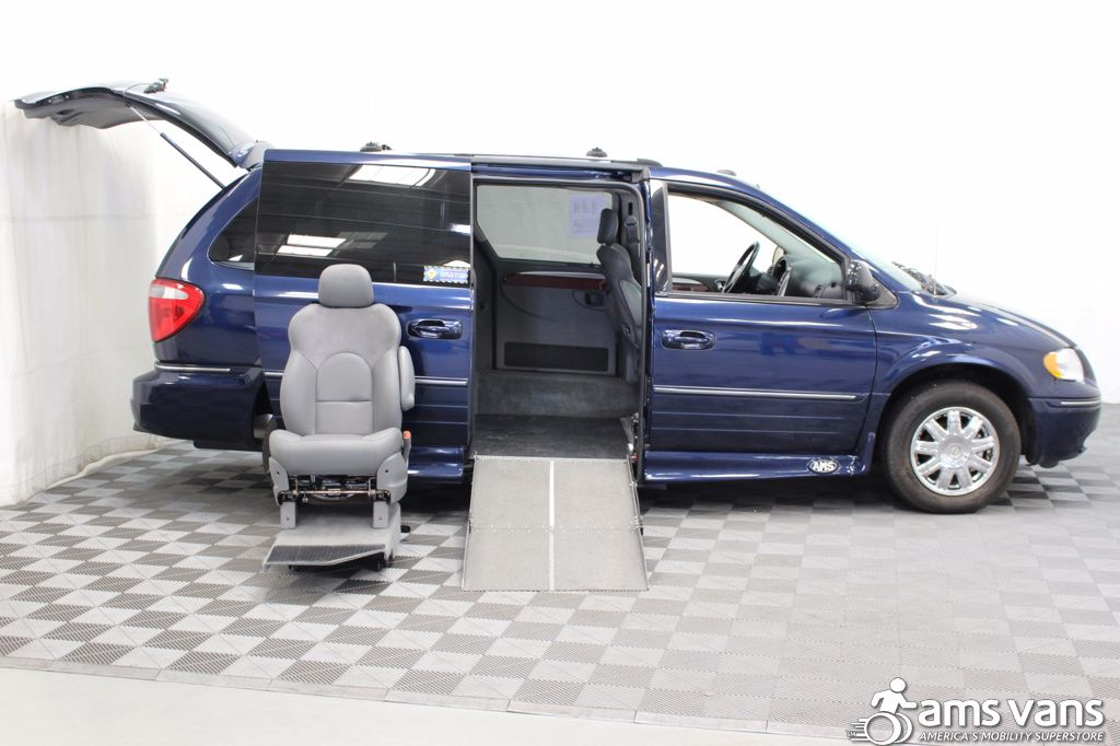 2005 Chrysler Town and Country Limited Wheelchair Van For Sale #8
