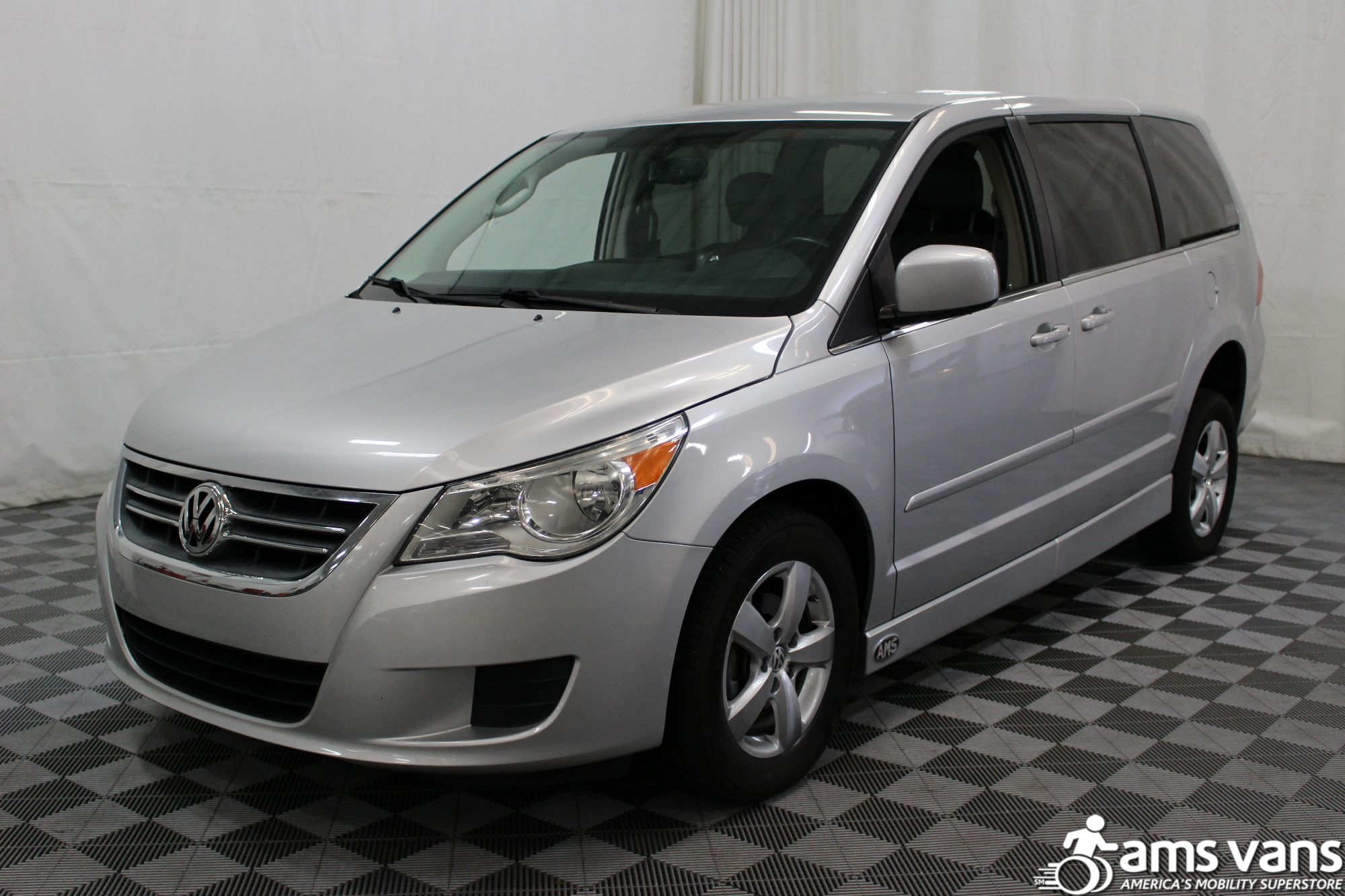 2010 Volkswagen Routan SE Wheelchair Van For Sale #17