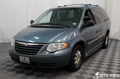 2005 Chrysler Town and Country Wheelchair Van For Sale -- Thumb #10