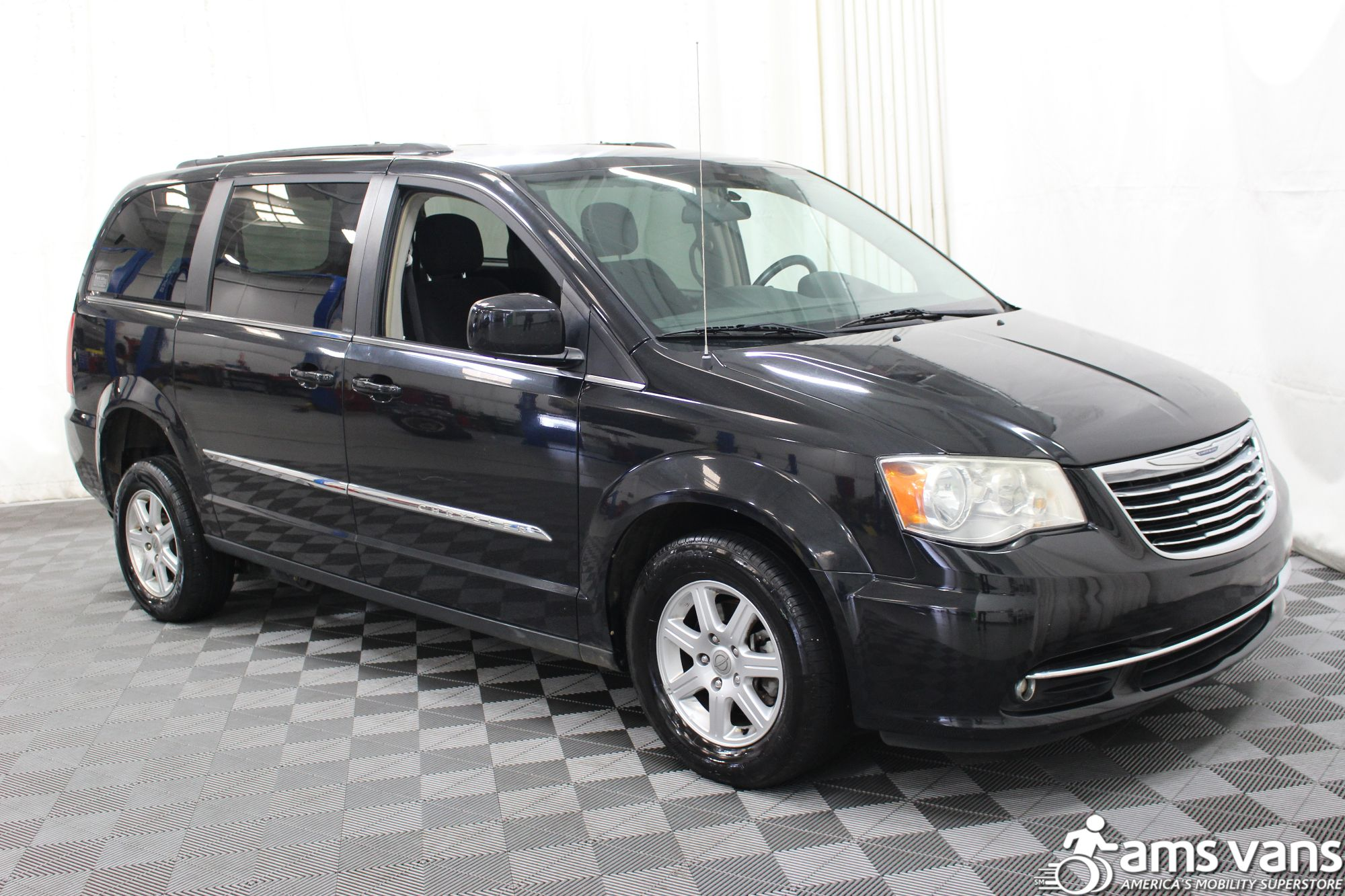 2011 chrysler town and country wheelchair van for sale 22 995. Black Bedroom Furniture Sets. Home Design Ideas