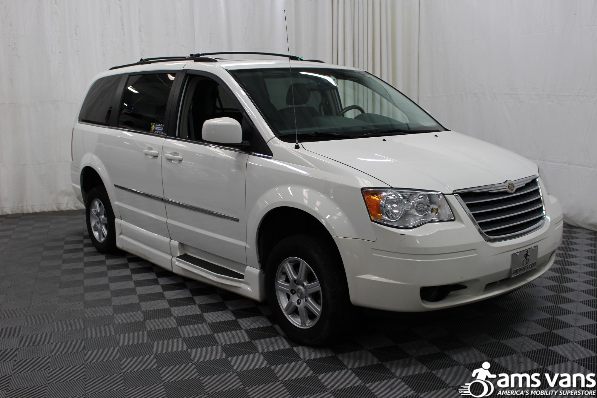 2010 Chrysler Town and Country Touring Wheelchair Van For Sale #7
