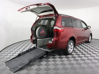 New Wheelchair Van for Sale - 2019 Toyota Sienna LE Wheelchair Accessible Van VIN: 5TDKZ3DC7KS973185