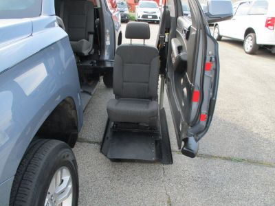 Gray Chevrolet Suburban image number 20