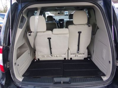 Gray Chrysler Town and Country image number 22
