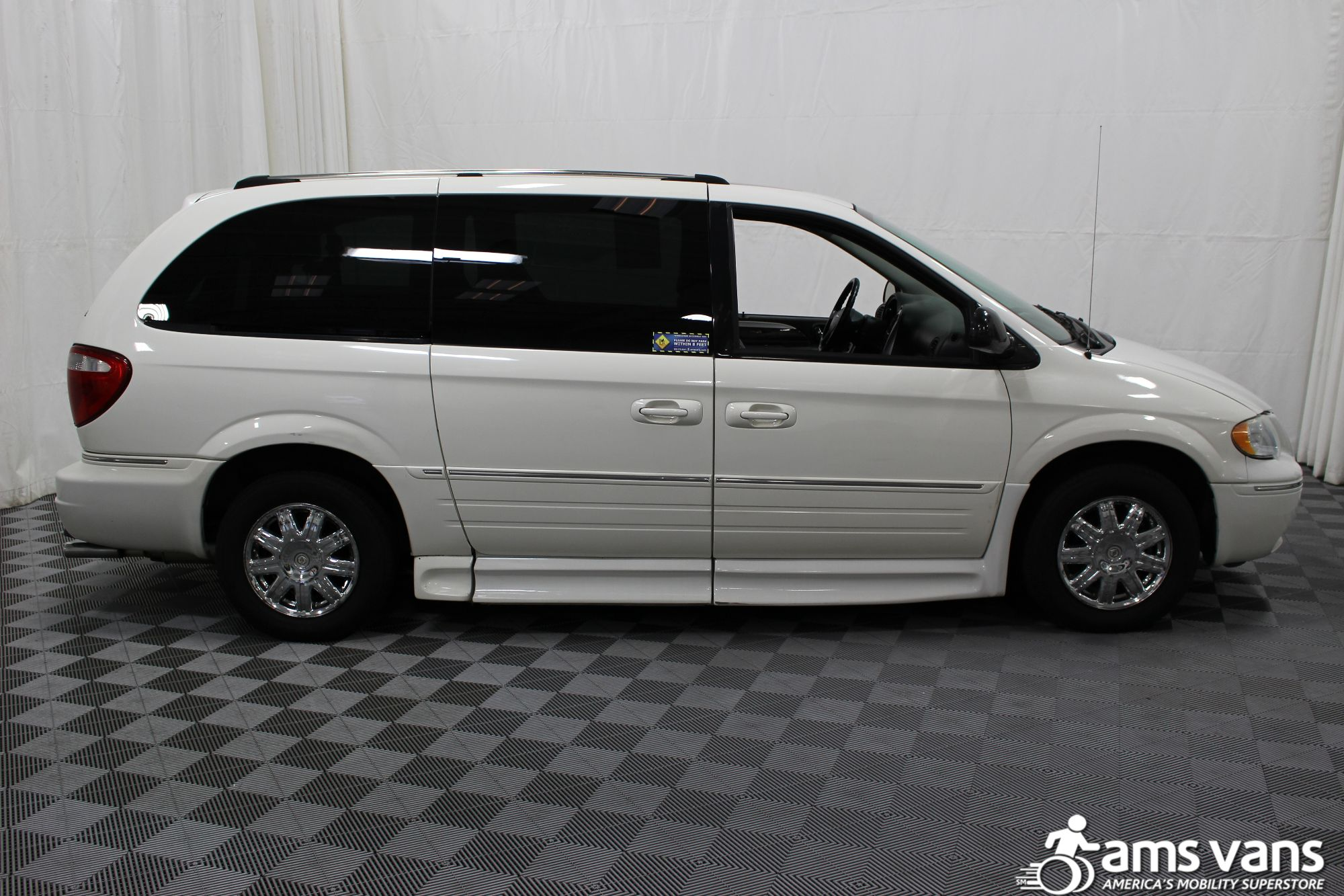 2005 Chrysler Town and Country Limited Wheelchair Van For Sale #11