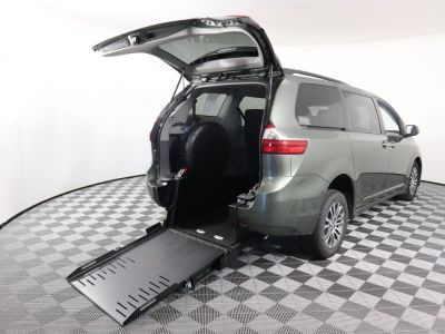 Commercial Wheelchair Vans for Sale - 2020 Toyota Sienna XLE ADA Compliant Vehicle VIN: 5TDYZ3DC5LS034242