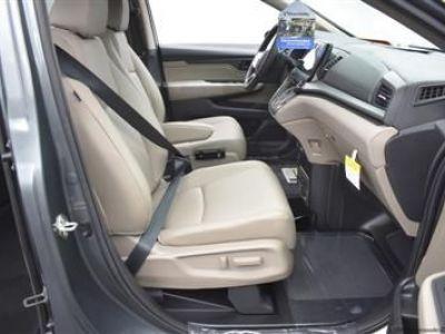 Green Honda Odyssey image number 10