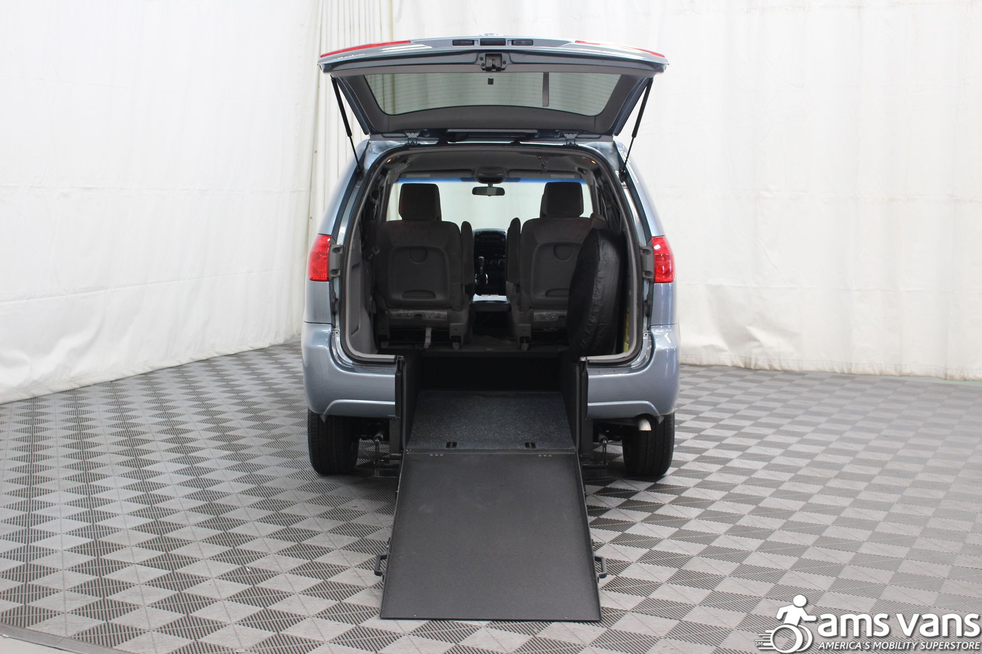 2007 Toyota Sienna LE Wheelchair Van For Sale #2