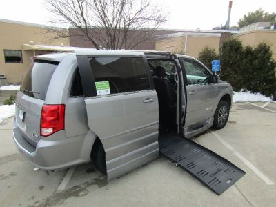 Silver Dodge Grand Caravan image number 23