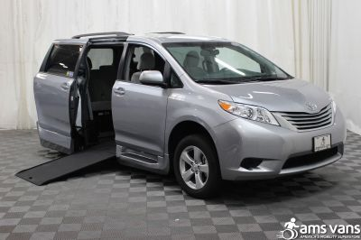 New 2017 Toyota Sienna LE Wheelchair Van
