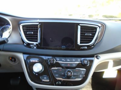 Gray Chrysler Pacifica image number 9