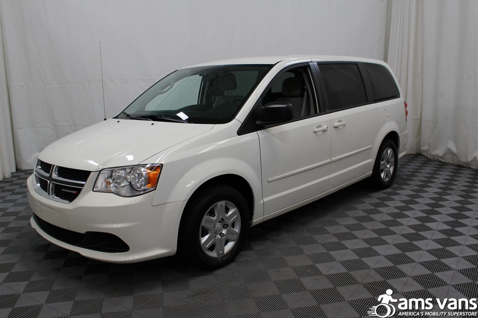 2012 dodge grand caravan wheelchair van for sale 23 495. Black Bedroom Furniture Sets. Home Design Ideas