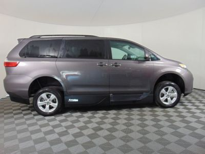 New Wheelchair Van for Sale - 2020 Toyota Sienna LE Mobility Wheelchair Accessible Van VIN: 5TDKZ3DC7LS075509