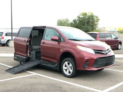 Handicap Van for Sale - 2018 Toyota Sienna LE Wheelchair Accessible Van VIN: 5TDKZ3DCXJS903856