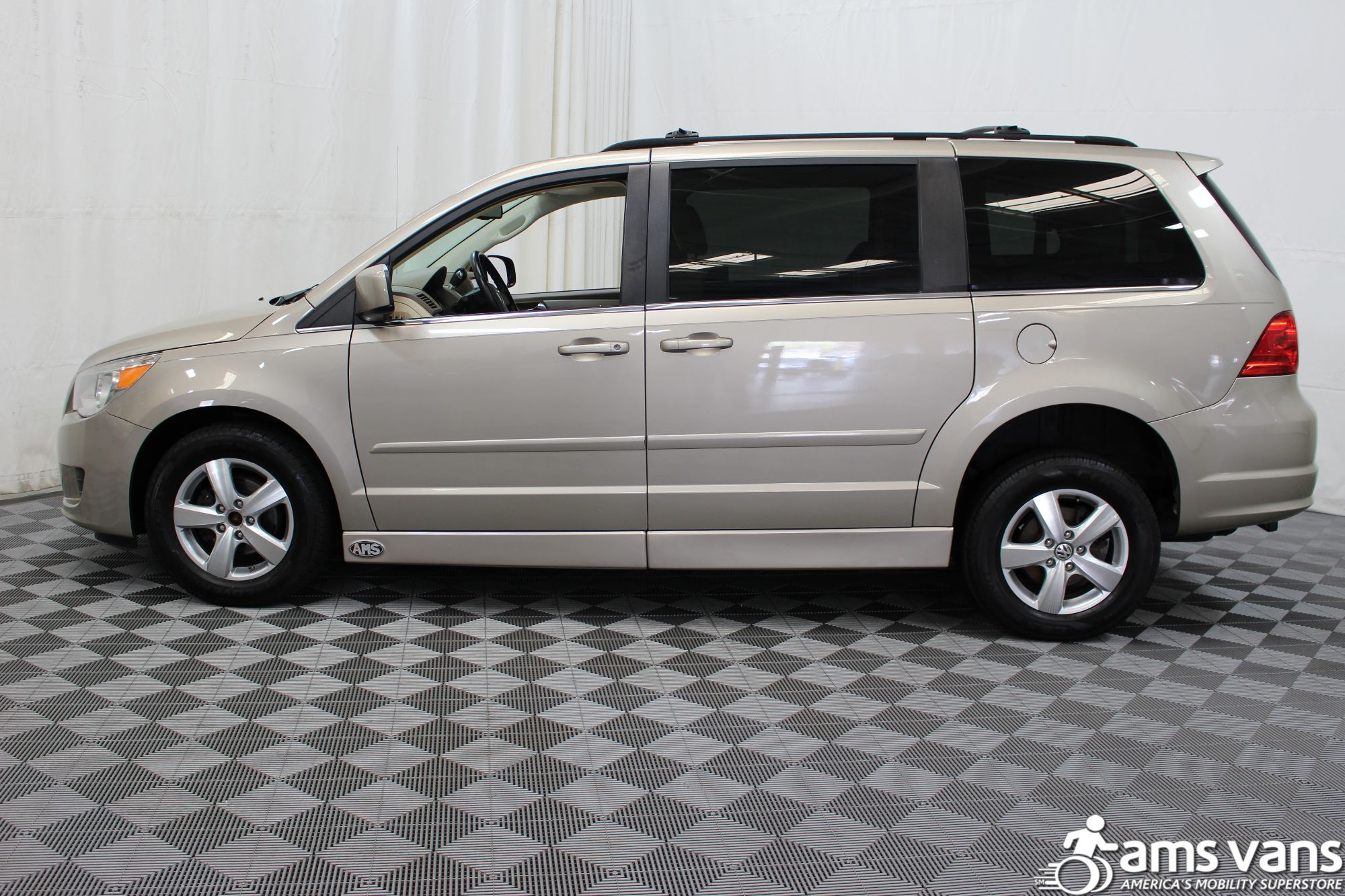 2009 Volkswagen Routan SEL Wheelchair Van For Sale #17