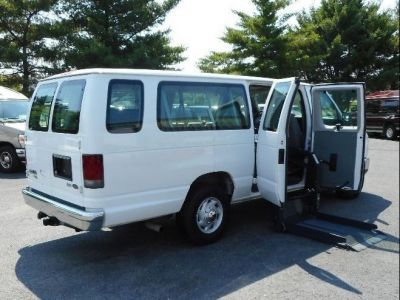 WHITE Ford E-350 image number 19
