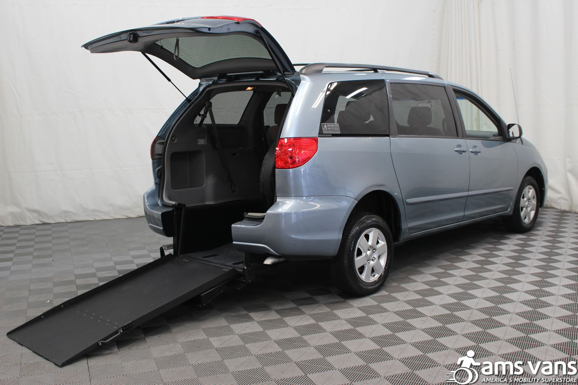 2007 Toyota Sienna LE Wheelchair Van For Sale #1