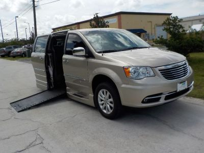 wheelchair van used 2016 chrysler town and country gr166206a mobilityworks. Black Bedroom Furniture Sets. Home Design Ideas